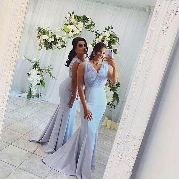 Vestidos de dama de honor largos de sirena personalizados Plisados con cuello en v Satén sin mangas Vestido de dama de honor Tren de barrido Vestidos de baile baratos