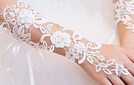 Heiße Verkaufs-Brauthandschuhe Elfenbein oder weiße Spitze-lange fingerlose elegante Hochzeits-Partei-Handschuhe billig