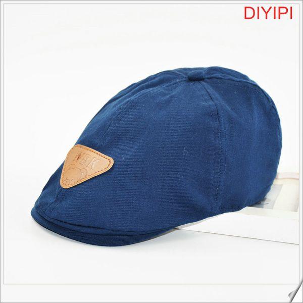 Azul oscuro oso triangular Estándar