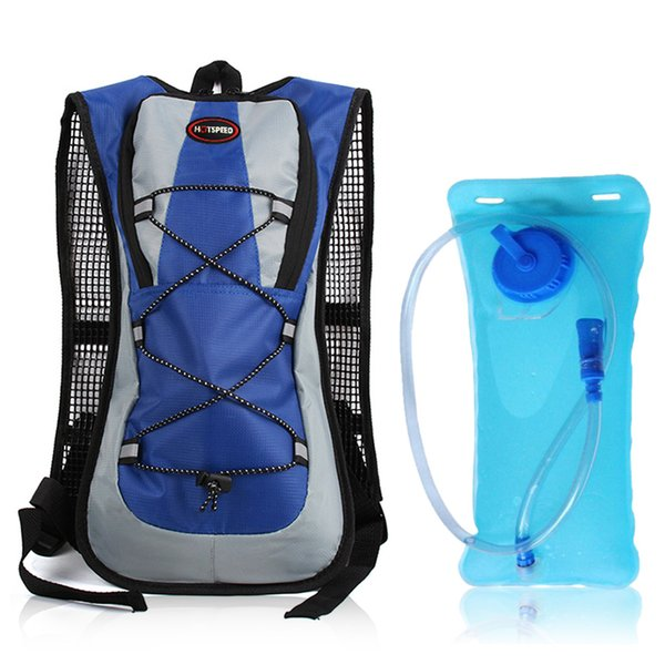 borsa blu e acqua