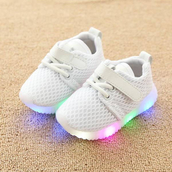 Sapatas das crianças com as sapatilhas respiráveis conduzidas claras do diodo emissor de luz das crianças Sapatas novas das sapatilhas respiráveis conduzidas da luz dos meninos para meninas