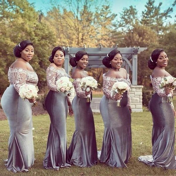 2020 Plus Size sudafricano Invitato a un matrimonio abito da damigella d'onore Vestito grigio argento in pizzo bianco con spalle illusione manica lunga del partito Prom Dress
