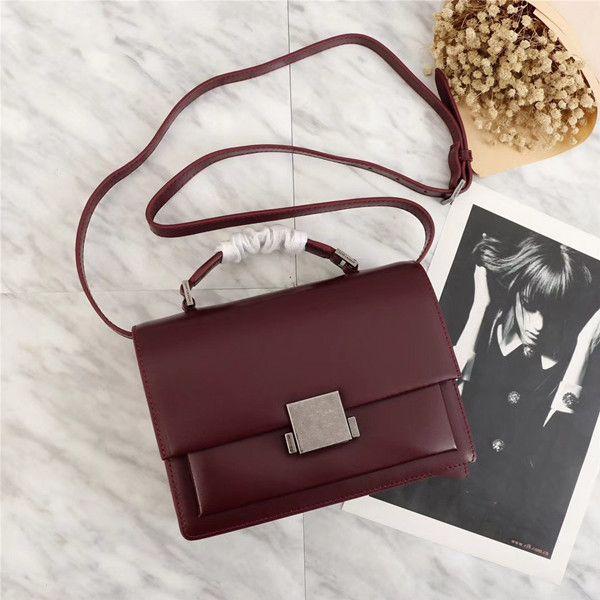 Aynı kadın tasarımcı lüks bayanlar Messenger klasik moda kişilik portatif kişilik çanta omuz çantası ile yıldızla 22 * 16 * 9cm