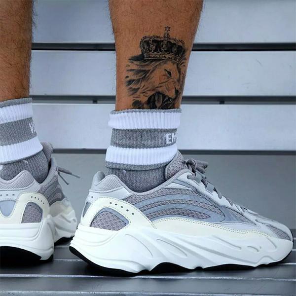 Kanye West 700 V2 Static Running Chaussures Hommes Sport Runner Unisexe formateurs Femme Mode Femmes Sneakers designer chaussures OG Dad Chaussures EUR36-45