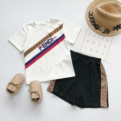 Çocuklar Tasarımcı Giyim Setleri Moda Baskı Eşofman Lüks Mektup FF Iki parçalı Set Trendy Erkek T Shirt + Şort Çocuk Giysileri Toptan