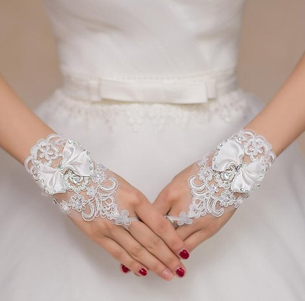 Best selling and cheapest wedding dress accessories bridal gloves White short hook with bright diamond gloves with bow Free shipping