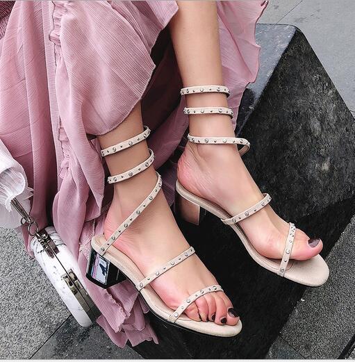 Модные новые круглые бриллианты на бриллиантовой бирже с круглыми головками, обматывающие римские простые европейские и американские женские сандалии