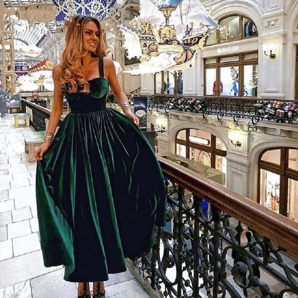Vestido de cóctel de longitud de té de época Elegante vestido de fiesta formal 2019 cariño de terciopelo verde damas Vestidos de Fiesta