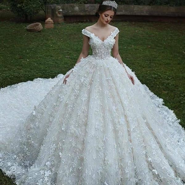 Vestidos de novia de encaje completo 2019 Impresionante elegante árabe fuera del hombro vestidos de novia con flores hechas a mano equipado tren de barrido Vestidos