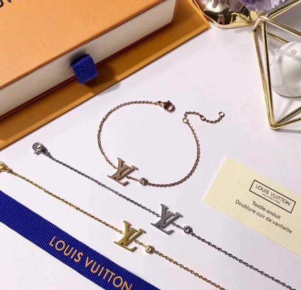 모조 다이아몬드 실버 팔찌와 브랜드 디자이너 골드 팔찌를 들어 여성 고품질 클래식 디자이너 18K 골드 도금 티타늄 스틸