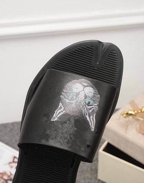 2019 new high quality men\'s and women\'s sandals designer shoes slide summer fashion wide flat bottom slippers sandals and slippers size