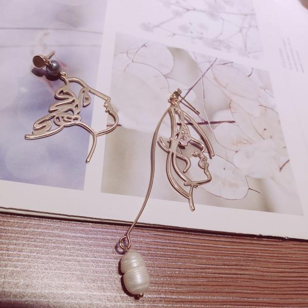 La nouvelle fille de la mer asymétrique INS visage baroque boucles d'oreilles perle oreille ongles forme abstraite jeune femme visage oreille ornements