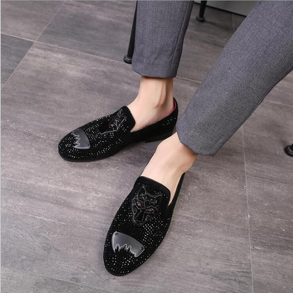 Luxe Classique D'affaires Diamant Strass Hommes Mocassins Marque Rivets Chaussures De Mode Slip sur Bout Pointu Pantoufles De Mariage Chaussures W60