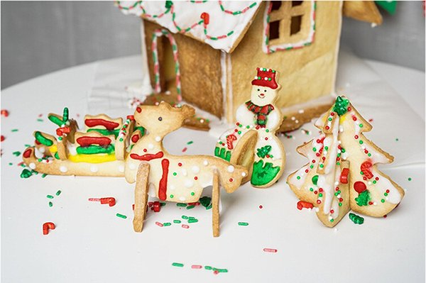 8 Unids / set Decoración de Navidad Galleta Galleta Molde Acero Inoxidable Árbol de Navidad Muñeco de Nieve Trineo Elk Fondant Cake Cutter