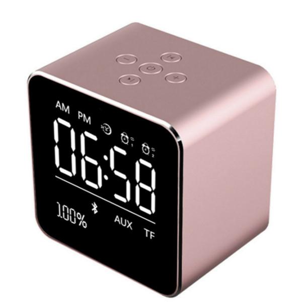 Tragbarer Bluetooth-Lautsprecher 1800mah-Lautsprecher stecken in Speicherkassette Display Wecker kompatibles Smartphone-Audio 10 Stunden Wiedergabezeit