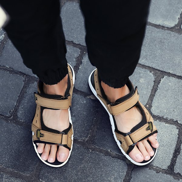 Moda Lazer Básico Sandálias dos homens Cinta no Tornozelo Sapatos Baixos de Verão Sólido Gancho Loop Costura Homens Sapatos de Praia