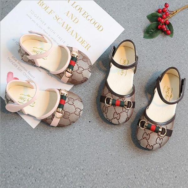 Chaussures pour enfants Chaussures de mariage à l'école