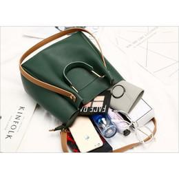 2019 Ethnic Embroide Design Bag Round metal portable shoulder bag Tassel handbag Mini Messenger bag