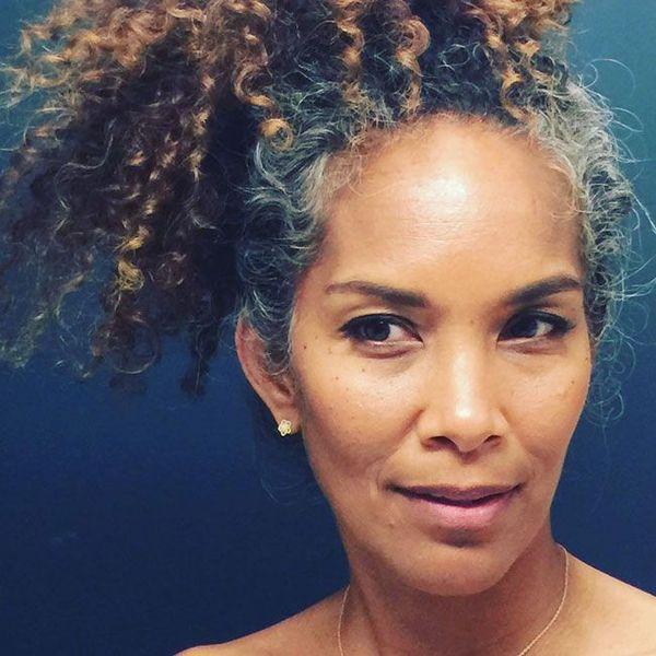Graues Haar der Frauen bringt Pferdeschwanzerweiterung Hallwood-Afrobrötchen oder puff verworrenen gelockten Drawstringmenschenhaar-Pferdeschwanzclip im realen Haar zusammen Heißer Verkauf