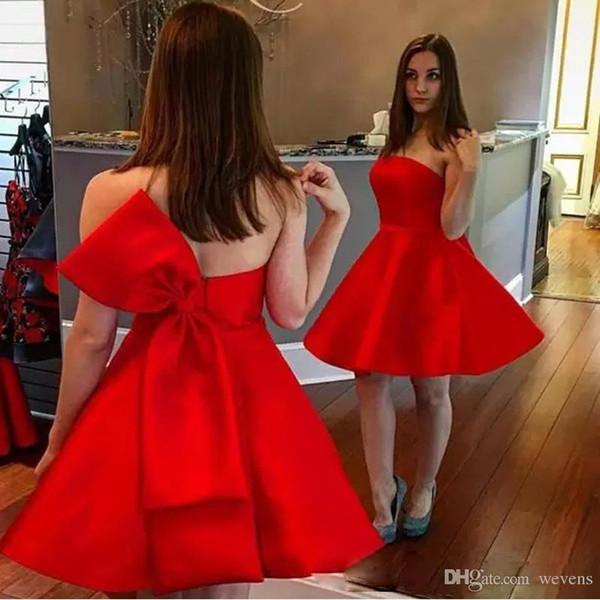 Red A-line Mini Abiti Homecoming senza spalline Zipper posteriore con Bow Tie Prom Gown Raso corto abiti da cocktail 2019 abiti da sposa