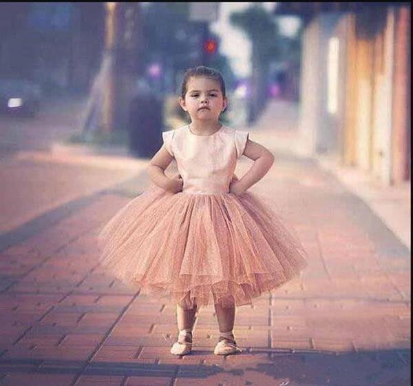 Vestidos lindos para niñas con gran lazo Hasta la rodilla Ojo de la cerradura Volver Vestidos de baile personalizados para niñas Cumpleaños de niña Cumpleaños nuevo Vestido de niña de las flores