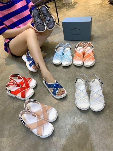 Sandali delle donne Designer Shoes Luxury Slide Summer Fashion Wide Flat Slippery con sandali di spessore Slipper zh19041912