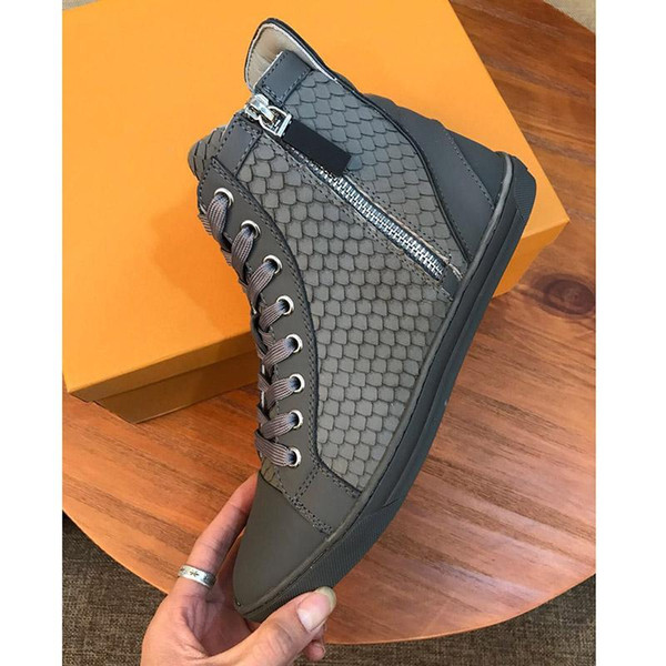 Designer 2019 High Fashion Men High Top British Style Rrivet Shoes Men Causal women Shoes White Embroidery Bottom Rubber Shoes For man Male