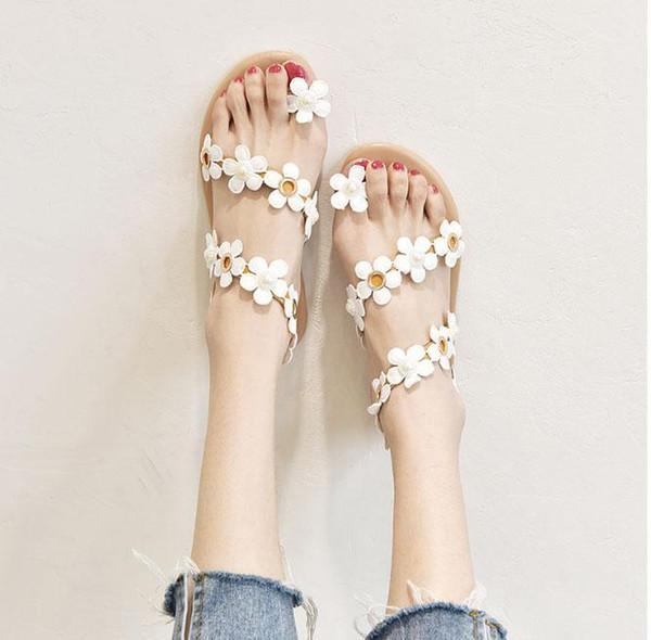 Femmes sandales de plage nouvelle mode orteil fleur blanche semelle plate sandales de femmes chaussures de demoiselle d'honneur casual chaussures femme