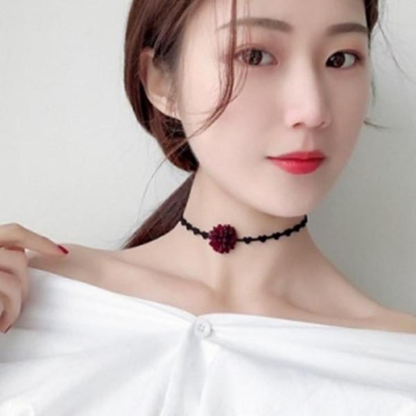 2019 nouvelle arrivée chaude Corée personnalité simple fleurs sauvages courte chaîne du cou clavicule collier