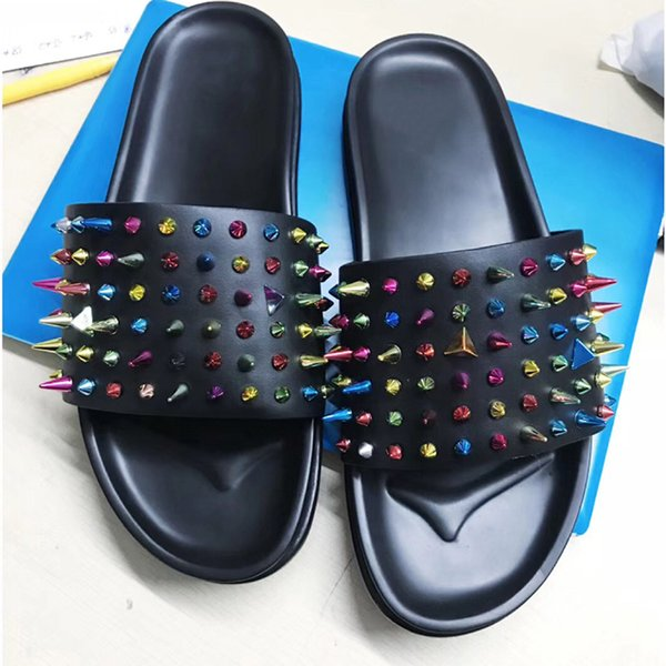 Sandálias chinelos designer sandálias para homens Red Bottom Spikes Shoes praia chinelos Preto Flat Confortável Praia causal chinelo com Caixa