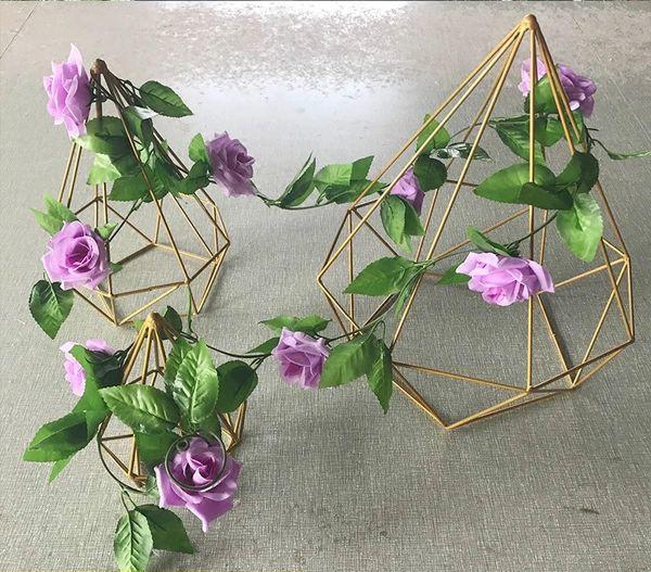 Decoración de la boda Soporte de flores Simulación Hierro forjado Diamante de oro Pilar de metal de tres piezas Plomo de carretera Centro de bodas Estante Plomo