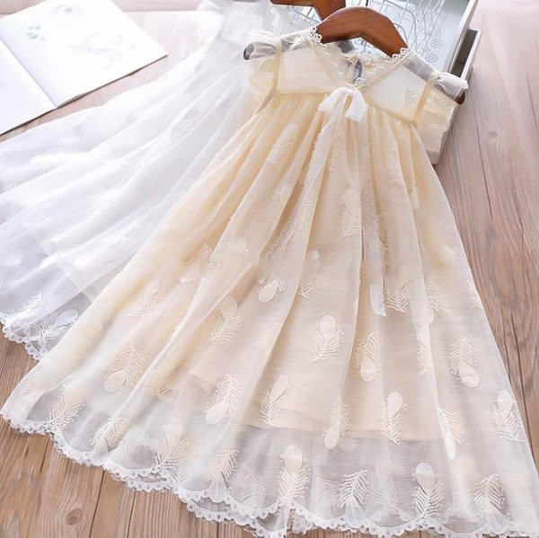 Девочки кружева платье принцессы дети кружева марлевое перо вышивка платье детское кружево полые V-образным вырезом на шнуровке Bows галстук фальбала платье с летающим рукавом