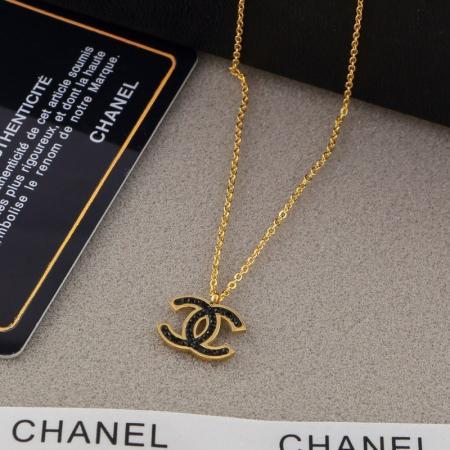 Designer Marke Paar Halskette Mode Luxus Brief Anhänger Halsketten 18 Karat Titan Stahl Überzogene Frauen Halskette für Geburtstagsgeschenk