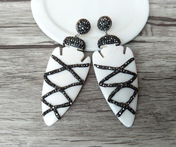 Weißer OX-Knochen Pfeilspitze Ohrringe, handgefertigt pflastern Strass Kristall Charms Ohrringe Schmuck für Frauen ER196