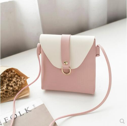 The new trendy Korean version of 2018 new hot is a versatile cross-body bag with straw woven single shoulder bag