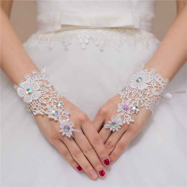 Cheap Bridal Gloves Fingerless Short Lace White Ivory Wedding Gloves for Bride Beaded Crystal Bridal Gloves Women Bridal Accessories