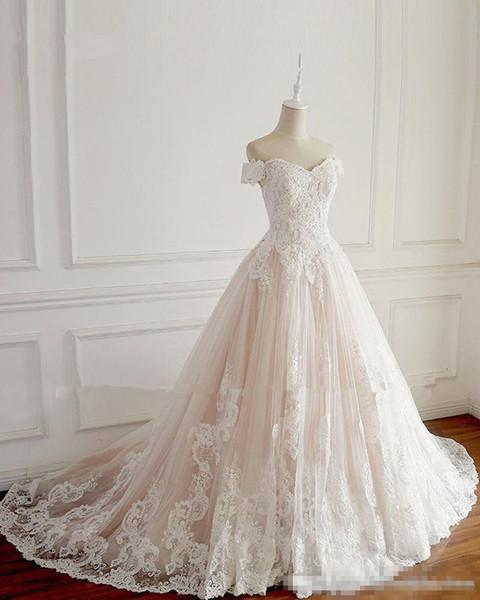 Una línea de vestidos de novia de encaje con mangas cortas fuera del hombro ata para arriba Vestidos de novia de barrido trasero 2018