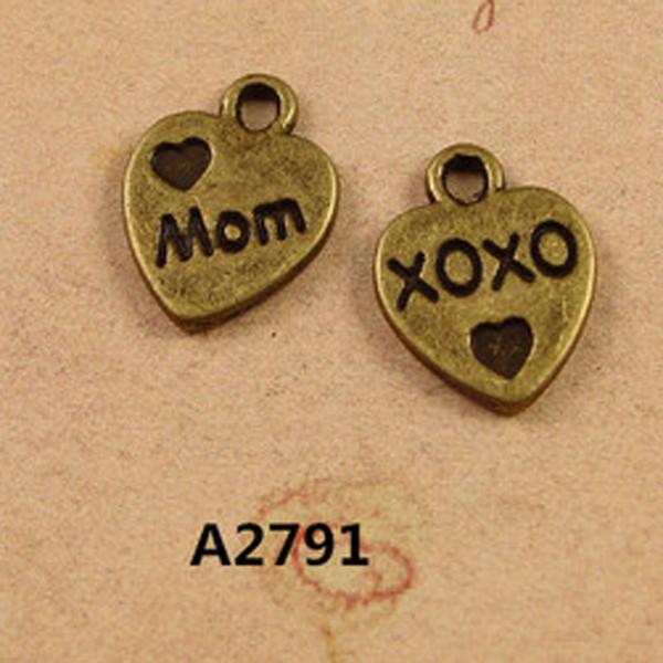 10 * 12MM pequeno Vintage bronze amor mãe xoxo palavra coração charme pingentes jóias coreano atacado artesanal diy telefone material frisado