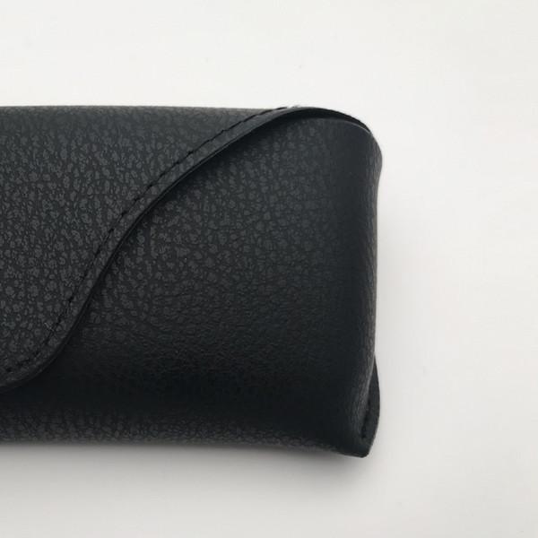черный кожаный чехол