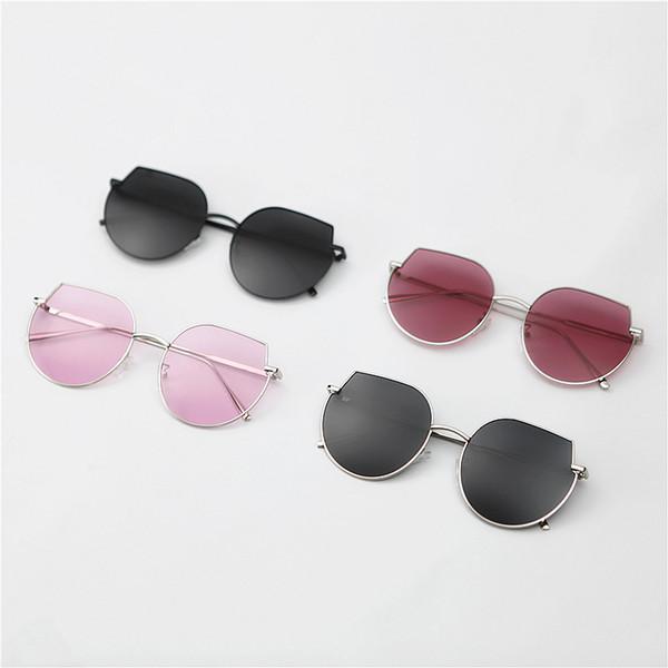 Diseño de la mariposa de la nueva marca de gafas de sol de verano para mujer de la vendimia del estilo casual Ronda playa Hombre gafas de sol de las señoras de los vidrios de Sun de protección mixta