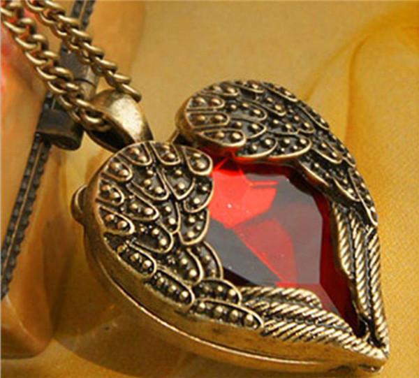 Vintage takı Bronz Oyma Melek Kanat Kırmızı Kristal Aşk Kalp Şekli Kolye Kolye Zinciri Hediye Retro Charm Uzun Kolye WCW104