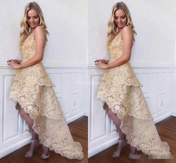 2019 Champagne Lace Gold Homecoming Vestidos de Alta Low Tiered Frisado V Neck Sem Mangas Coquetel Festa de Formatura Vestidos de Baile Custom Made