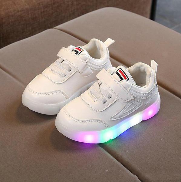 Schöne Kinder Baby Von Verkäufe Großhandel Schuhe Schuhe LED Athletisch Kinder Jungen Coole Mädchen Turnschuhe Freizeit Infant Mode Beleuchtet Outdoor jL354ARq