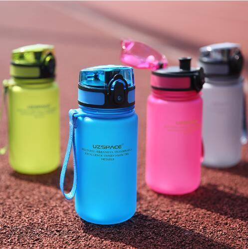 UZSPACE 350ML Sport Bottiglia d'acqua Kid Cartoon Lovely Eco-Friendly Plastic Shaker Sport Bevi la mia bottiglia Drinkproof portatile