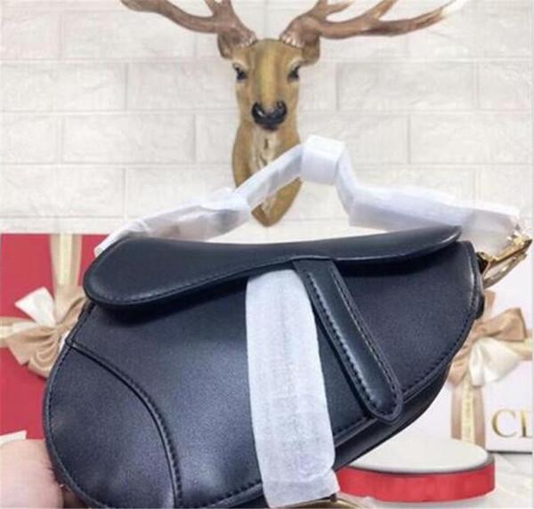 2019 New Women Black Genuine Leather Messenger Bags Fashion Vintage Saddle bag Cool Skull Rivets Shoulder Bags sac a main bolsa