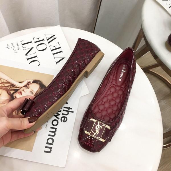 Yeni Kadın Sandalet yeni Tasarımcı Ayakkabı Lüks Yaz Moda kadınlar Ile Geniş büyük boy Düz Kaygan Düz ayakkabı