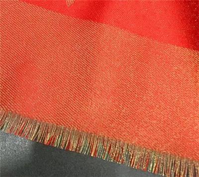 rojo con hilo de oro