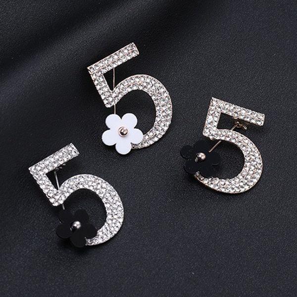 Numero di moda 5 piccolo fiore spilla pieno spilla di strass per le donne designer di gioielli per le signore in oro e argento all'ingrosso