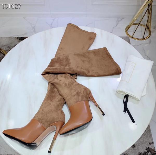 يمتد خليط Cowhand المخملي مع درجة عالية من الدقة فوق الركبة ويصمم أصابع القدم لأحذية الموضة النسائية