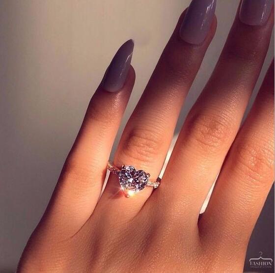 Compromiso con la moda Anillo de boda Anillo en forma de corazón Diamante simulado Anillo de boda del anillo del partido femenino Tamaño 5-10